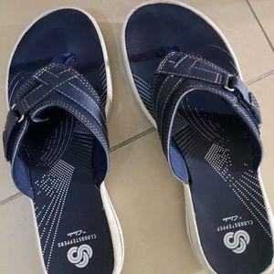 Clark's navy flip flop size 7.5